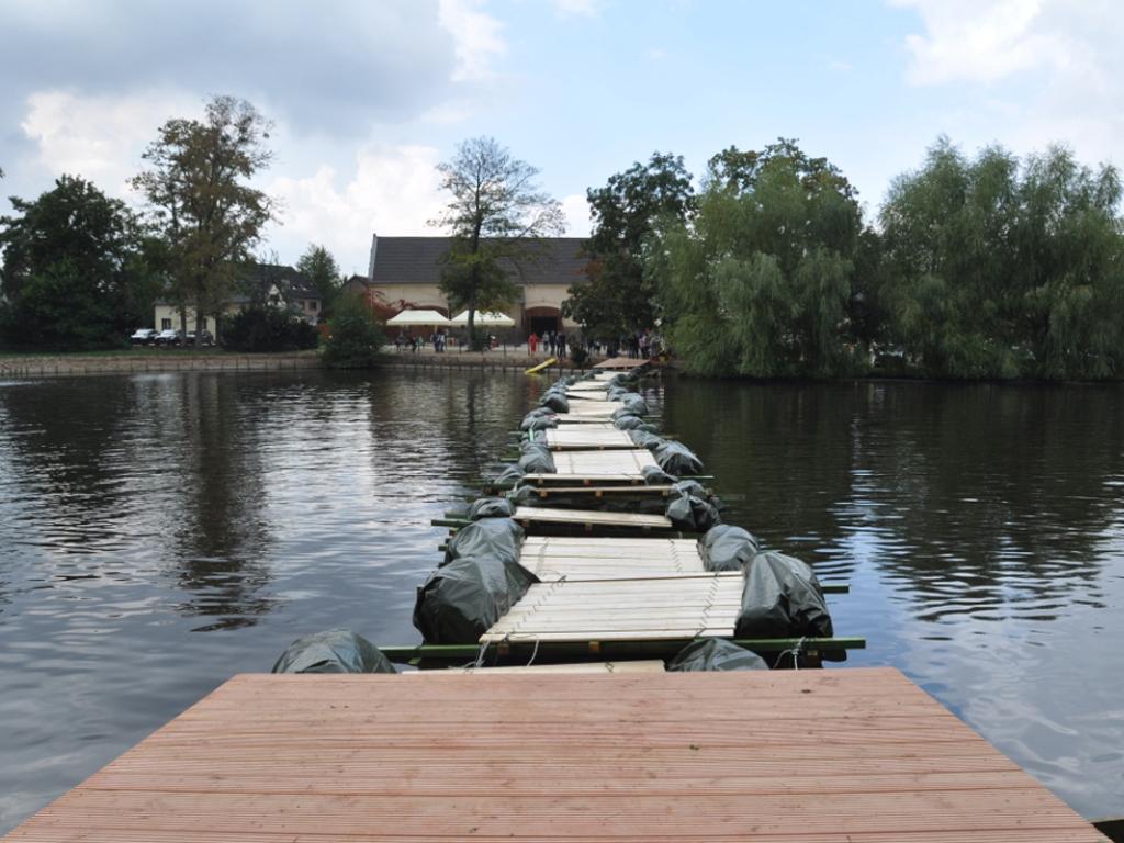 ZURICH Life - Pontonbrücke